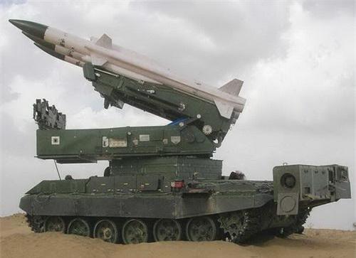Tên lửa Akash phiên bản dành cho Lục quân Ấn Độ đặt trên khung gầm xe tăng chiến đấu chủ lực T-72. Ảnh: Defence Blog.