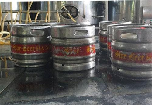 Bia được san chiết vào keng bia dung tích 30l