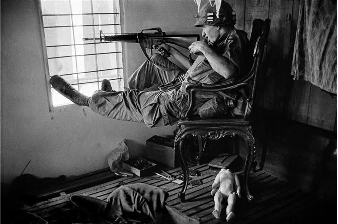 Lính Mỹ tại Sài Gòn năm 1968. Ảnh chụp của Philip Jones Griffiths.