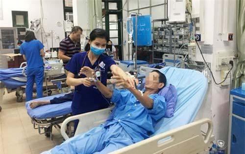 Nam bệnh nhân thoát chết sau khi bị rắn cạp nia cắn.
