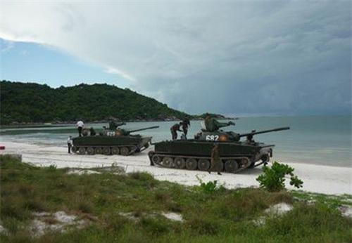 Xe tăng lội nước Type 63 (K-63-85) của Hải quân đánh bộ Việt Nam. Ảnh: Quân đội nhân dân.