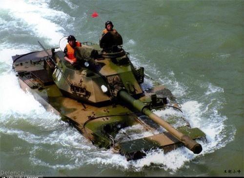 Xe tăng lội nước Type 63A trong trạng thái bơi. Ảnh: Defence Talk.