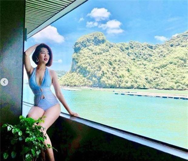Du lịch với dàn mỹ nhân Việt là phải bikini khoe triệt để body mướt mắt: Ngọc Trinh gây sốc, Jun Vũ bất ngờ hơn! - Ảnh 8.