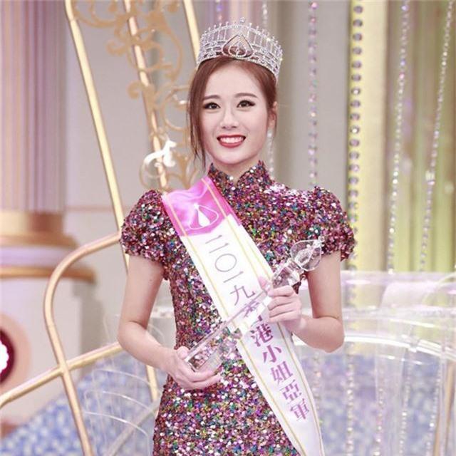 Một Hoa hậu đăng quang năm 2019 mất giá vì tai tiếng tình ái, bê bối mua giải  - Ảnh 11.