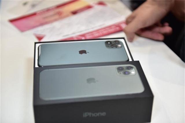 IPhone 11 xách tay đã cập bến Hà Nội, giá trên 40 triệu đồng - 2