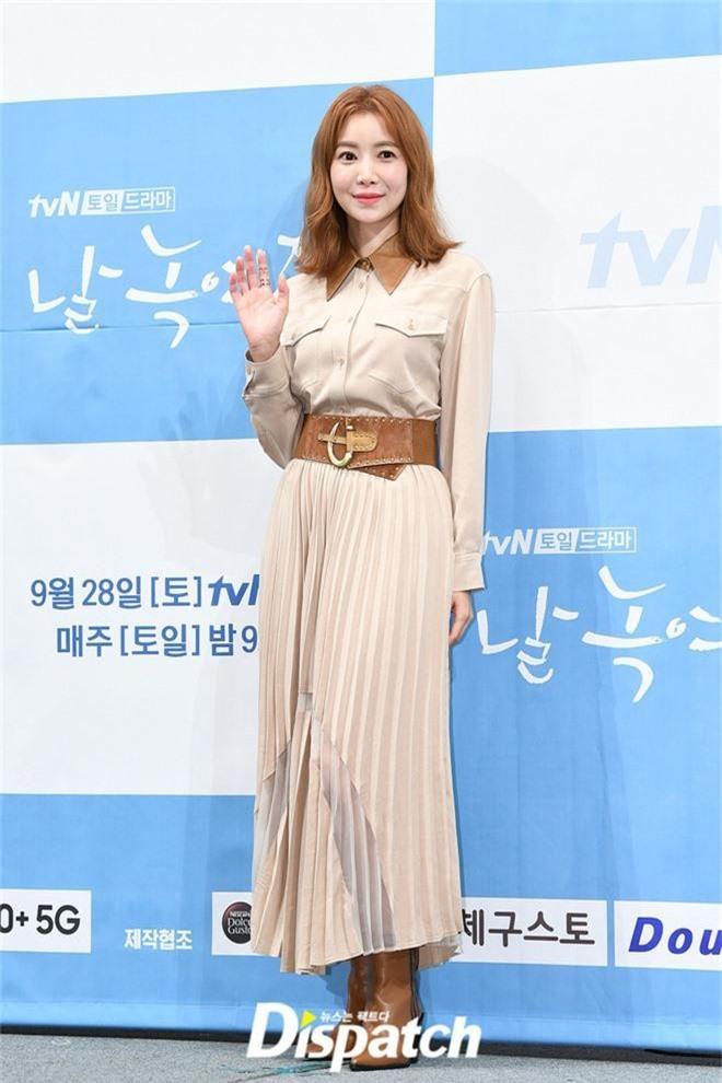Ji Chang Wook chính thức comeback sau 2 năm, gây sốt vì vẻ soái cực phẩm và ánh mắt dành cho nữ chính tại sự kiện - Ảnh 13.