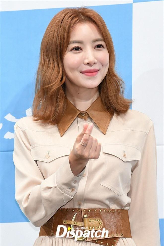 Ji Chang Wook chính thức comeback sau 2 năm, gây sốt vì vẻ soái cực phẩm và ánh mắt dành cho nữ chính tại sự kiện - Ảnh 14.