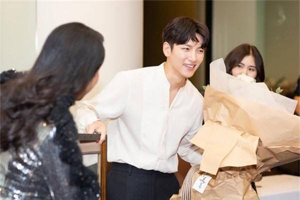 Khối tài sản khổng lồ của người đẹp mời được 2 tài tử Hàn Quốc sang Việt Nam giao lưu - Ảnh 2.