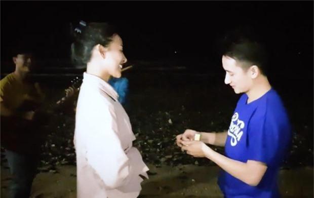 Phan Mạnh Quỳnh tổ chức sinh nhật cho vợ sắp cưới và món quà phủ đầy tiền gây choáng - Ảnh 3.