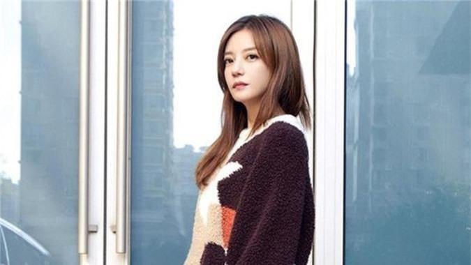 Trieu Vy cung di ban hang online vi chong pha san?-Hinh-2