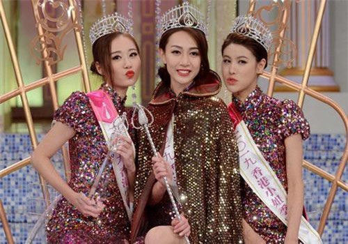 Sau gần 3 tháng tranh tài, cuộc thi Hoa hậu Hong Kong đã chính thức khép lại vào tối ngày 8/9. Ngôi vị cao nhất thuộc về người đẹp Hoàng Gia Văn (25 tuổi), hai á hậu là Vương Phi (23 tuổi) và Cổ Bội Linh (19 tuổi). Cuộc thi Hoa hậu Hong Kong là đấu trường nhan sắc do đài TVB tổ chức thường niên.