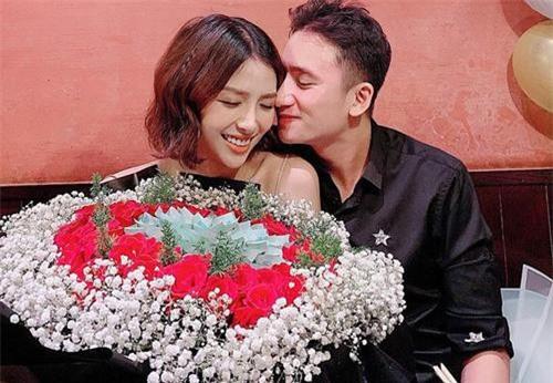 Phan Mạnh Quỳnh vừa hạnh phúc chia sẻ những hình ảnh trong ngày sinh nhật của mình.