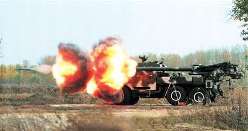 Pháo tự hành SH-1 trong trạng thái hạ nòng bắn trực xạ. Ảnh: Military Today.