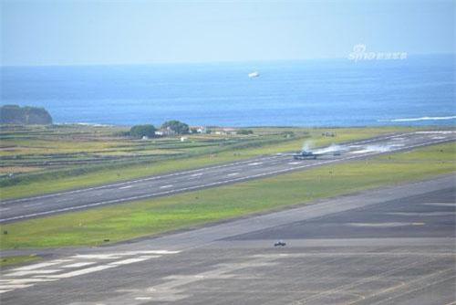 Các máy bay ném bom chiến lược B-2 Spirit của Không quân Mỹ vừa có cuộc hành trình bay từ một căn cứ sân bay quân sự của Anh tới Tây Ban Nha hồi cuối tuần trước. Nguồn ảnh: Sina.