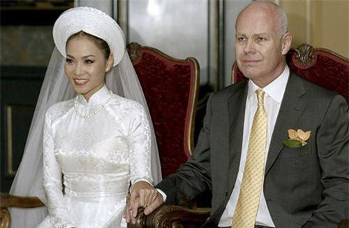 Ảnh cưới của Thu Minh và chồng.