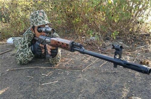 Nhắc tới những loại súng bắn tỉa của Việt Nam, phải kể đến khẩu súng bắn tỉa Dragunov SVD. Đây là khẩu súng bắn tỉa tiêu chuẩn đầu tiên của Việt Nam, được trang bị cho quân đội ta từ thời chống Mỹ. Nguồn ảnh: Wiki.