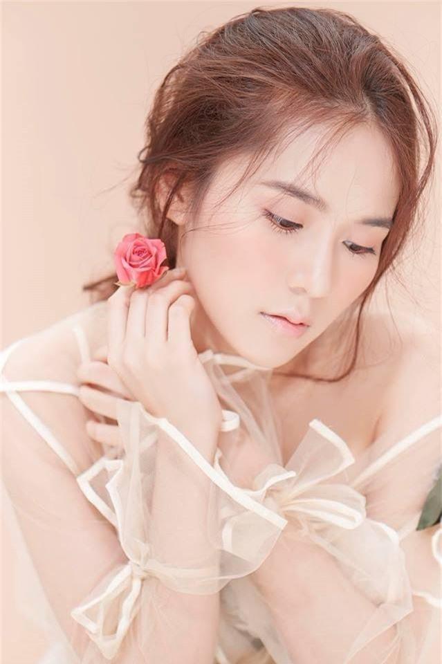 Jun Vũ và những 'cô bé trà sữa' lấn sân nghệ thuật, ngày càng gợi cảm - ảnh 10