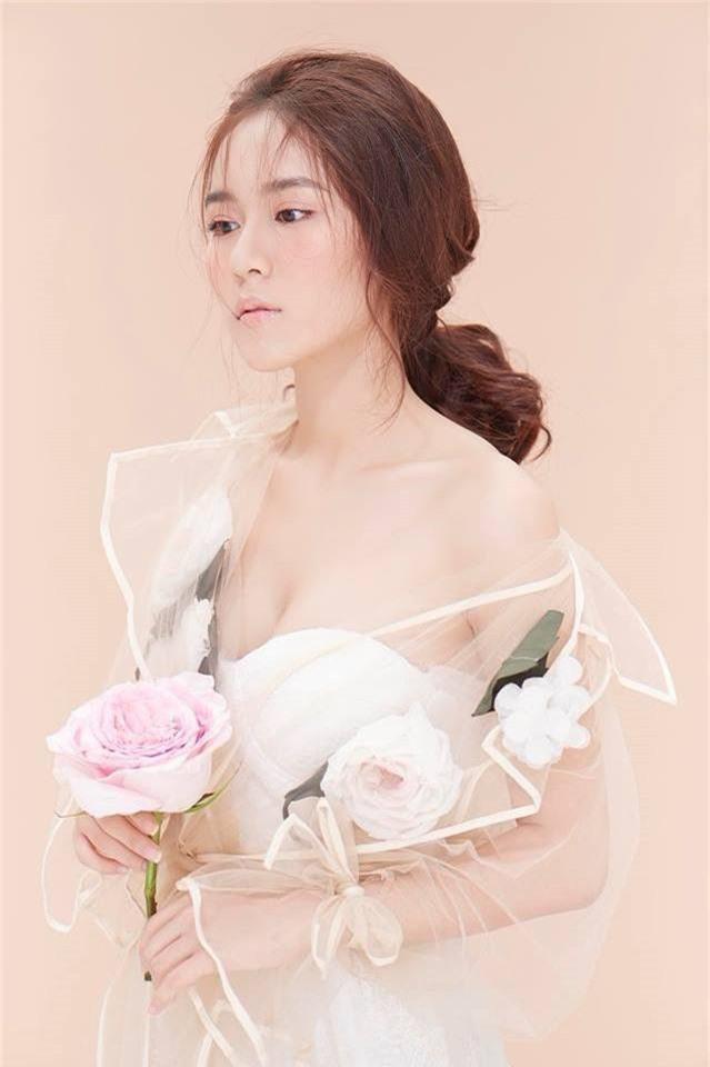 Jun Vũ và những 'cô bé trà sữa' lấn sân nghệ thuật, ngày càng gợi cảm - ảnh 13