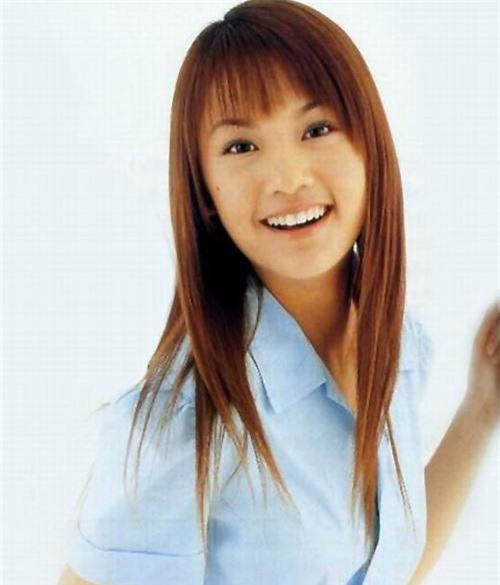 Dương Thừa Lâm sinh năm 1984, gia nhập làng giải trí từ năm 15 tuổi vì biến cố gia đình đẩy hoàn cảnh khó khăn về mặt kinh tế. Vẻ đẹp của nàng Rainie Yang ngày ấy mộc mạc và vô cùng giản dị