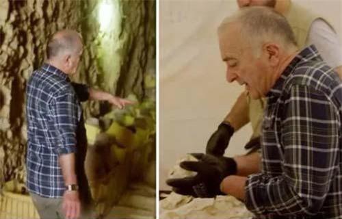 Người dẫn chương trình Tony Robinson tới thăm lăng mộtể tướng Ai Cập cổ đại