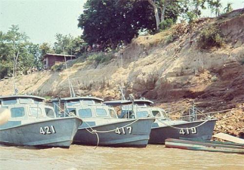 Xuồng tuần tra trên sông của Hải quân nhân dân Lào. Ảnh: Wikipedia.