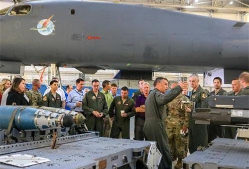 Phi đội thử nghiệm 412, Bộ chỉ huy Tấn công Toàn cầu, Không quân Mỹ, cùng các đối tác công nghiệp hàng không đã tổ chức buổi giới thiệu về gói nâng cấp vũ khí cho máy bay ném bom chiến lược siêu thanh B-1B Lancer.