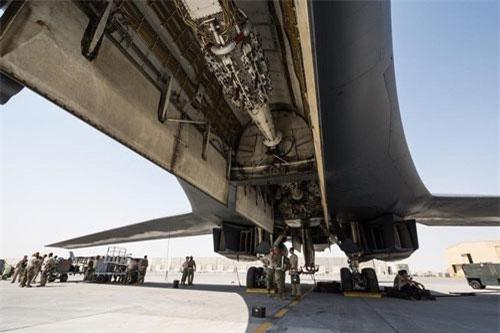 Khoang chứa tên lửa AGM-158 JASSM trên máy bay B-1B Lancer