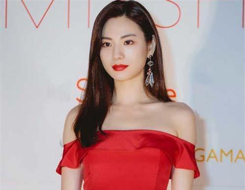 Nana - mỹ nhân Hàn Quốc vừa khiến fan Việt ngỡ ngàng vì vẻ đẹp tuyệt mỹ.