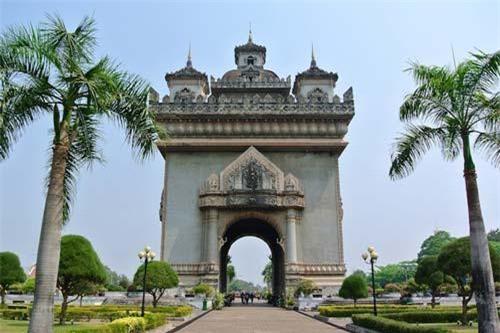 Viêng Chăn - thủ đô của Lào là một địa điểm thu hút nhiều khách du lịch mỗi năm. Nếu có dịp đến đây, du khách không nên bỏ qua công viên Mekong Riverside.