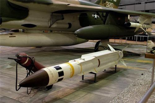 Tên lửa chống radar AGM-78 Standard. Ảnh: Wikipedia.