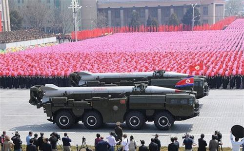 Tên lửa đạn đạo Hwasong-6 trong một cuộc duyệt binh của Triều Tiên. Ảnh: KCNA.