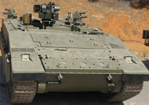 Xe thiết giáp chở quân Namer với 2 khối đánh chặn của hệ thống APS Iron Fist ở bên hông. Ảnh: South Front.