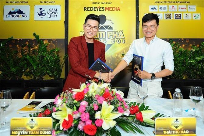 Đạo diễn Jos Tuấn Dũng ký kết với đại diện POPS Việt Nam (Ảnh: VH)