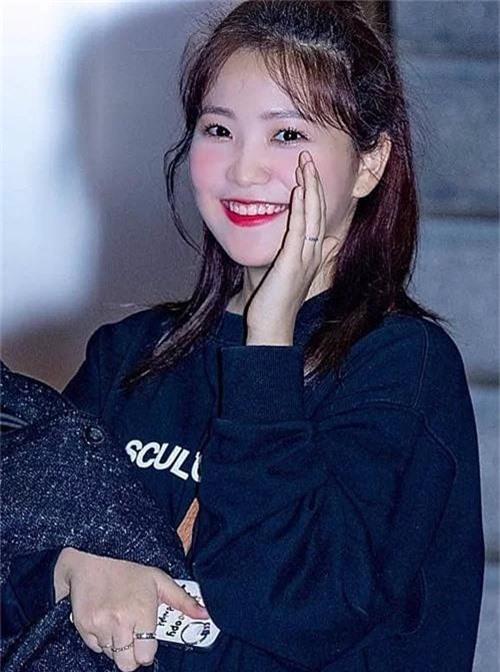 Ai ngờ dàn idol cực phẩm cũng dọa fan chạy mất dép vì mặt trắng bệch: Luna như đóng phim kinh dị, mỹ nam BTS bị hại - Ảnh 3.