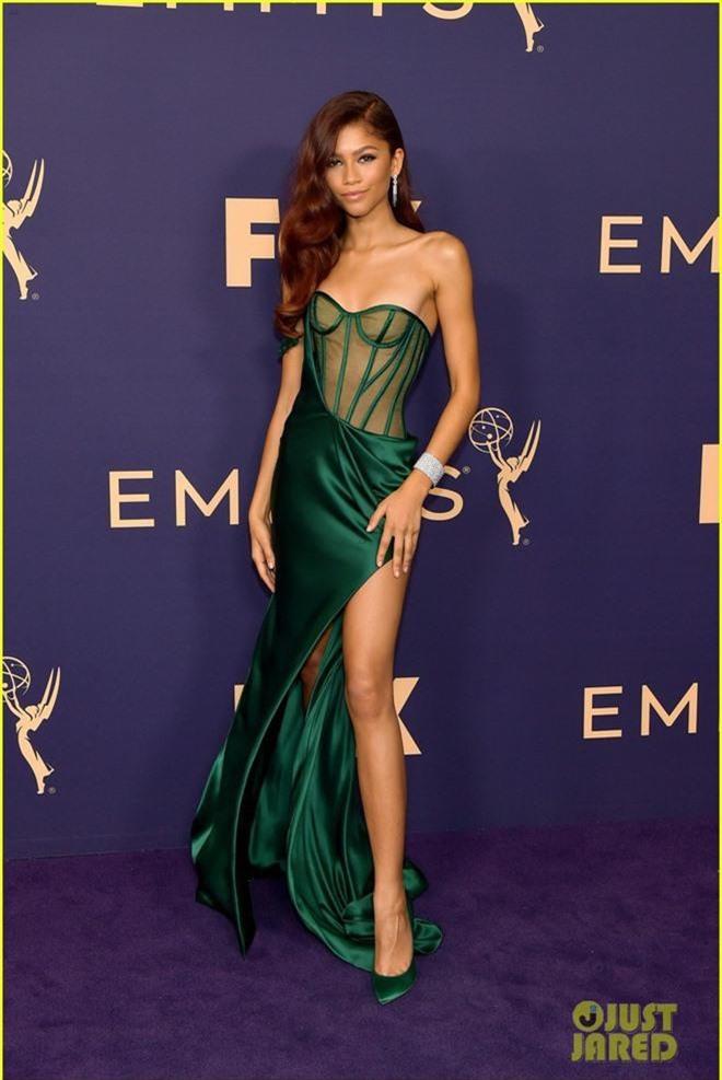 Siêu thảm tím Emmy 2019: Chị em Kim - Kendall xuất sắc đến mức lấn át mẹ Rồng, dàn sao khủng lộng lẫy ngút ngàn - Ảnh 10.