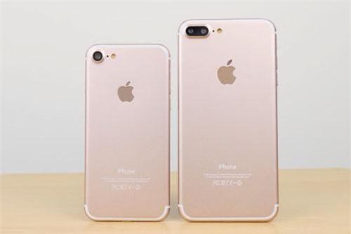 iPhone 7 và iPhone 7 Plus (phải).