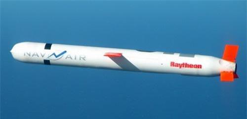 Tên lửa hành trình đối đất BGM-109 Tomahawk là vũ khí phóng và quên điển hình. Ảnh: Naval Today.