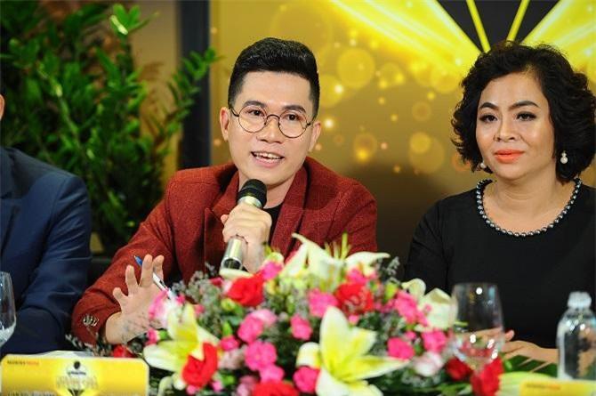 2Đạo diễn Jos Tuấn Dũng cùng với CEO Thái Thu Đào chia sẻ trong buổi Họp báo Khám phá trong tôi (Ảnh: VH)