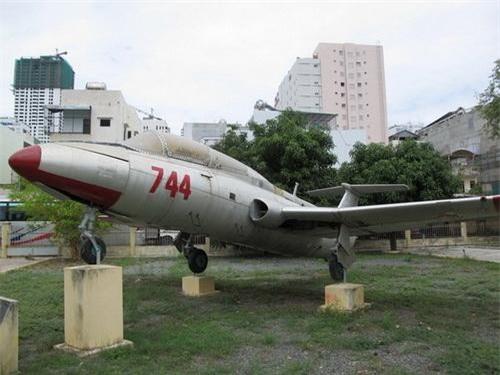 Máy bay huấn luyện L-29 Delfin của Việt Nam đang được trưng bày tại bảo tàng. Ảnh: Tiền Phong.