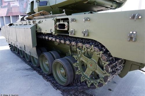 Các module giáp phản ứng nổ với khối nổ 4S24 trang bị trên xe tăng chiến đấu chủ lực T-14 Armata. Ảnh: Sputnik.