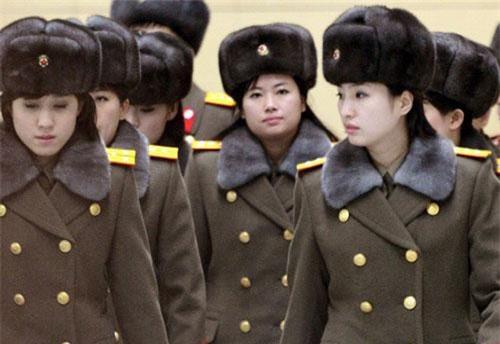 Là một đất nước khá bí ẩn, Triều Tiên được coi là quốc gia có đội quân lớn nhất thế giới khi so số quân sĩ với tổng số dân của nước này. Đây cũng là đất nước thứ hai sau Israel có chế độ bắt buộc quân dịch đối với phụ nữ.