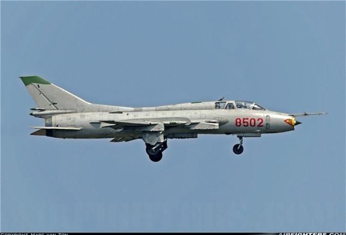 Bat ngo kha nang chien dau cua may bay huan luyen Su-22UM3K Viet Nam-Hinh-11