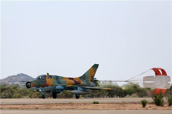 Bat ngo kha nang chien dau cua may bay huan luyen Su-22UM3K Viet Nam-Hinh-2