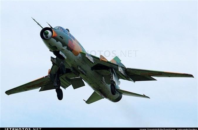 Bat ngo kha nang chien dau cua may bay huan luyen Su-22UM3K Viet Nam-Hinh-5