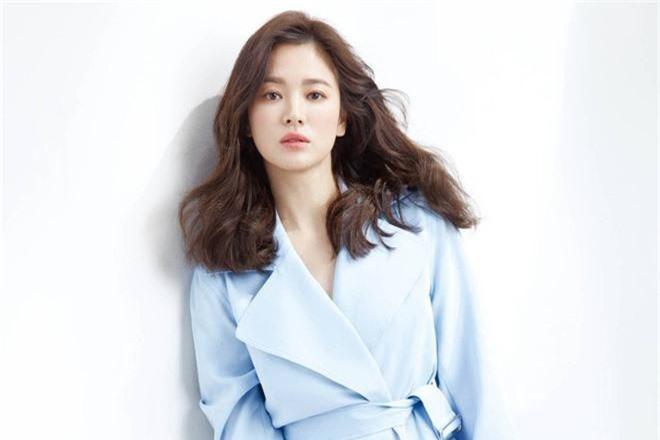 Hai thái cực hậu ly hôn mang tên Song Hye Kyo - Goo Hye Sun: Kẻ ngẩng cao đầu bước ra khỏi tình yêu hết hạn, người cô đơn bám víu lấy tấm áo hôn nhân rách nát-2