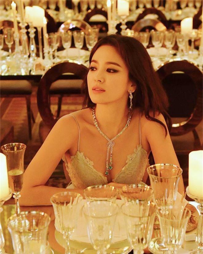 Hai thái cực hậu ly hôn mang tên Song Hye Kyo - Goo Hye Sun: Kẻ ngẩng cao đầu bước ra khỏi tình yêu hết hạn, người cô đơn bám víu lấy tấm áo hôn nhân rách nát-4
