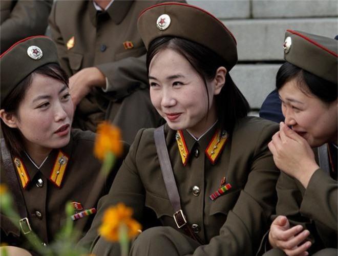 Ve dep lanh lung day cuon hut cua nu binh si Trieu Tien-Hinh-10