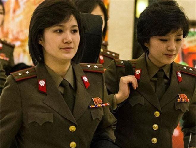 Ve dep lanh lung day cuon hut cua nu binh si Trieu Tien-Hinh-12