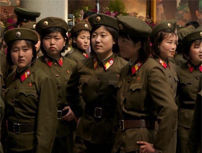 Ve dep lanh lung day cuon hut cua nu binh si Trieu Tien-Hinh-6