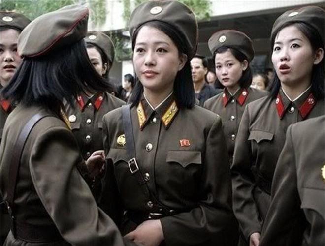 Ve dep lanh lung day cuon hut cua nu binh si Trieu Tien-Hinh-8